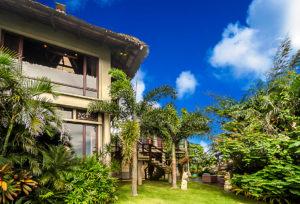 Denpasar Boracay Villa For Rent - Front Garden